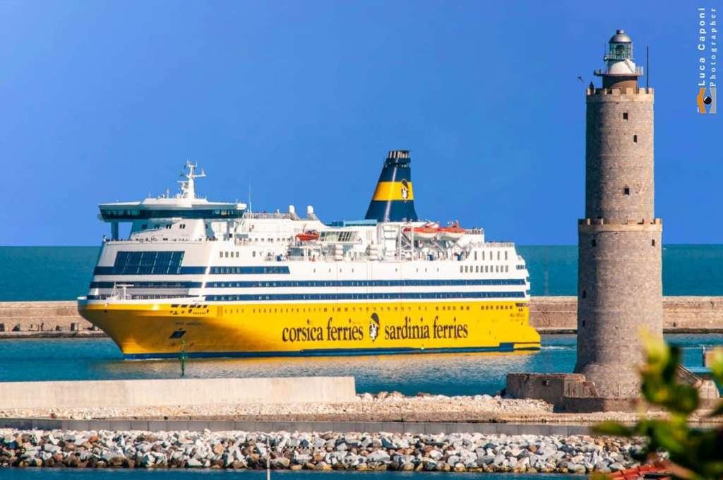 traghetti e navi da crociera